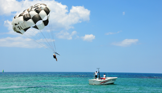 Enjoy Parasailing In Montego Bay, Jamaica