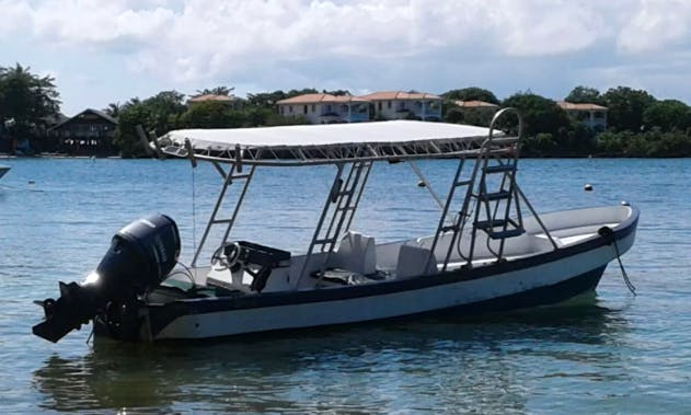 Enjoy captained Fishing in Islas de la Bahía, Honduras on Center Console