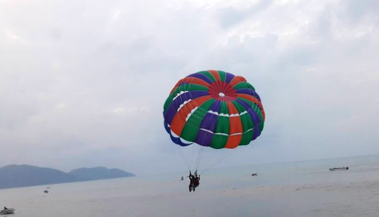 Enjoy A Parasailing Experience In Batu Ferringhi, Malaysia