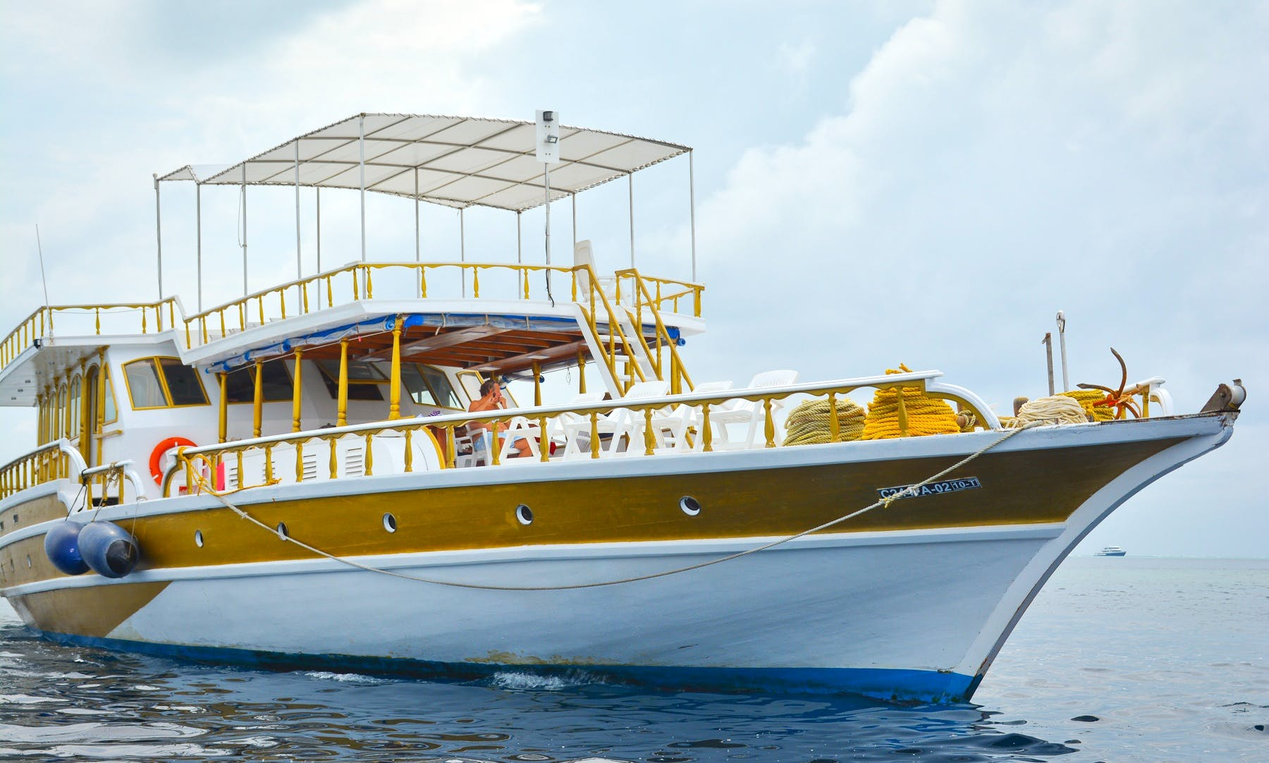 """Discover Maldives on 85ft """"Flying Fish"""" Houseboat with Serena"""