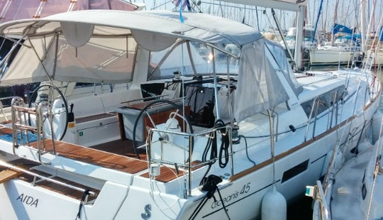 10 Person Charter On A 45' Oceanis Cruising Monohull In Glifada, Greece