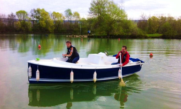 Rent Electric Boat in Mardeuil, France