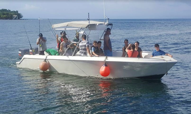 Experience Fishing in Islas de la Bahía, Honduras on Center Console for 6 people