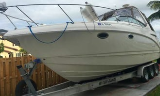Gorgeous 31' Chaparral Motor Yacht for 8 Person in Princeton, Florida