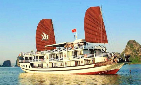 See Halong Bay By Junk Boat, Overnight Cruises