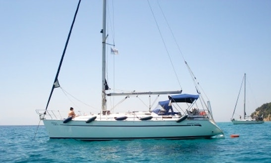 Charter 38' Bavaria Cruising Monohull In Athina, Greece