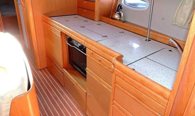 Charter 40' Bavaria Cruising Monohull in Athina, Greece