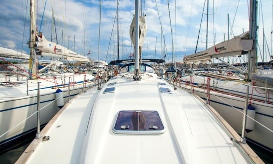 Charter 47' Bavaria Cruiser Cruising Monohull In Athina, Greece