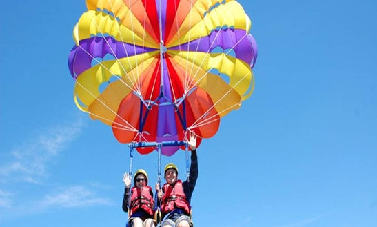Enjoy Parasailing In Dubai, United Arab Emirates