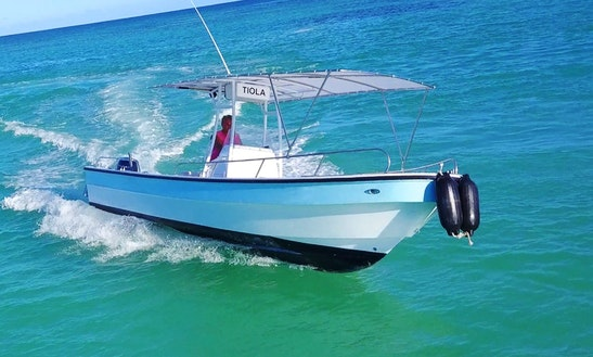 28' Center Console Bottom Fishing Charter In Punta Cana, Dominican Republic