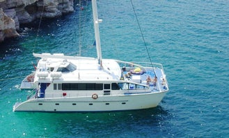 Charter El Mundo Cruising Catamaran in Dubai, United Arab Emirates