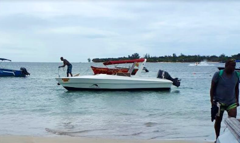 Charter a 2015 Resigraft Bowrider in Rivière Noire, Mauritius