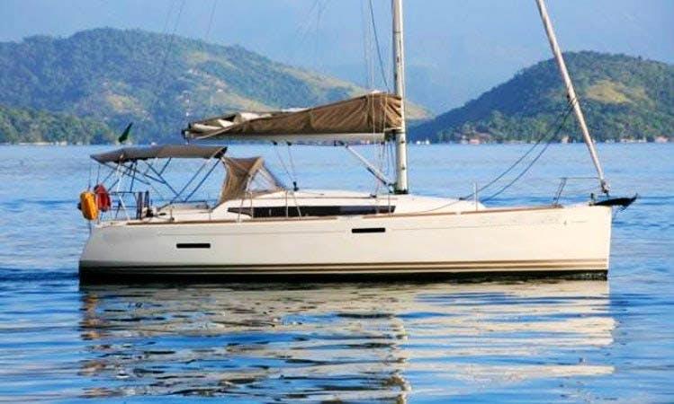 Charte yacht Ilha do Algodão em Paraty, Jeanneau SunOdyssey 379