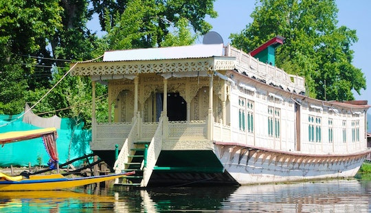 Charter A Houseboat At Nigeen Lake In Jammu And Kashmir