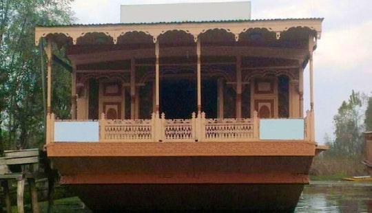 Kotroo Palace Houseboat Srinagar