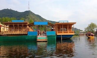 Experience Jammu and Kashmir Lake on a Houseboat