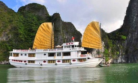 Cruise In Hạ Long Bay, Vietnam