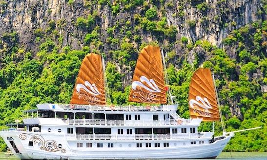 Paradise Peak (catamaran)