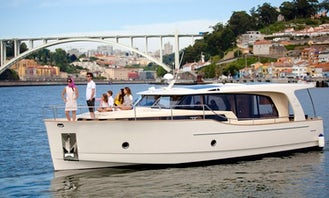 Charter the Greenline 40 Motor Yacht for 12 People in Porto, Portugal
