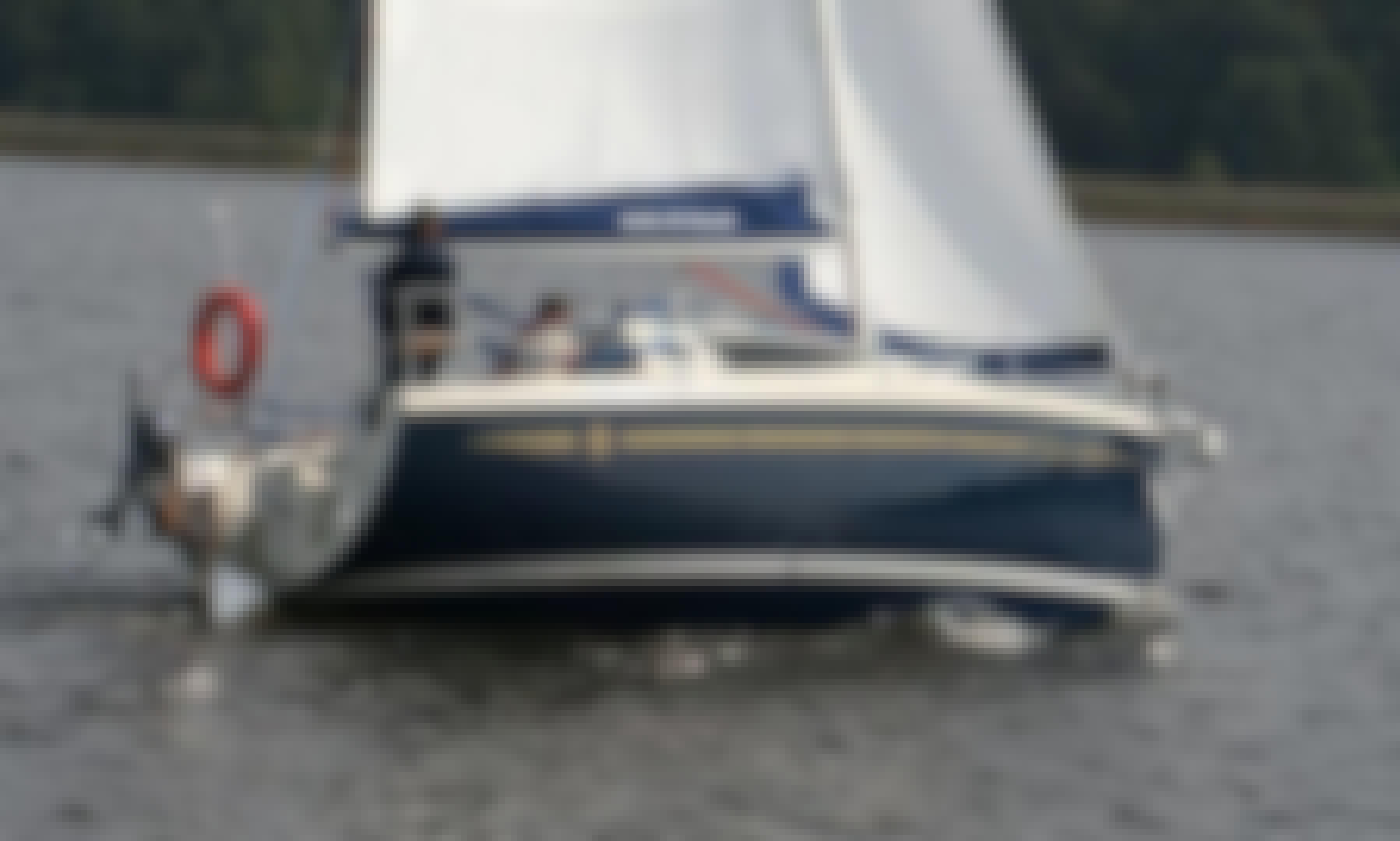 Belarus - travel on the Braslaw lakes on the yacht Antil 26cl Traveler