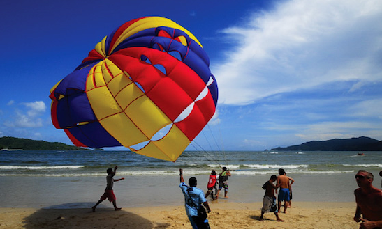 Enjoy Parasailing In Kozhikode, India