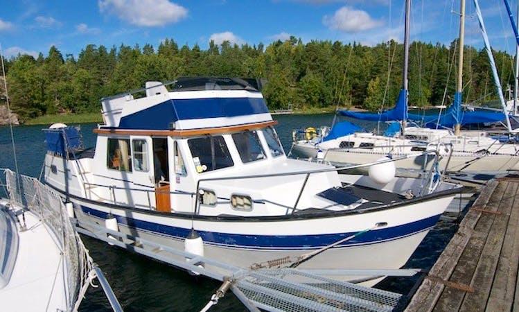 "32ft ""Gabriella"" Husky Dane Motor Yacht Rental in Östergötland, Sweden"