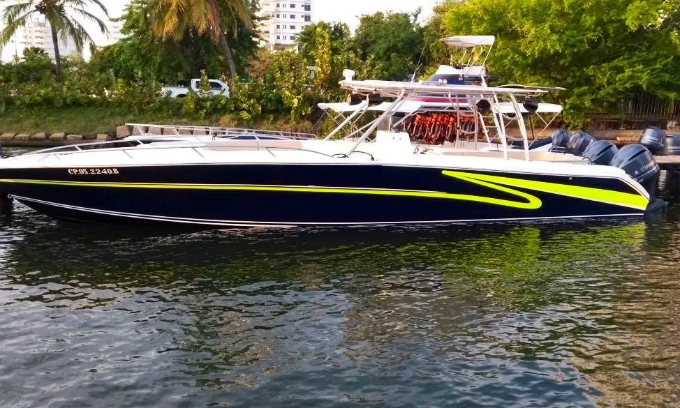 25 Person boat rental in Cartagena