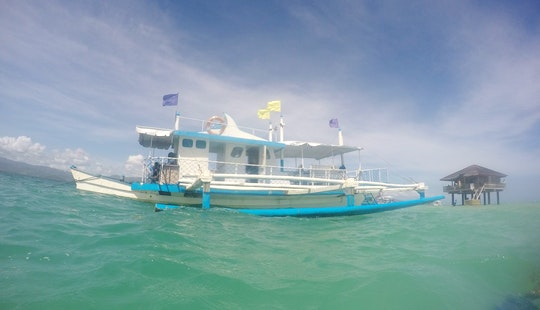 Cruise On A Traditional Paraw In Bais City, Philippines