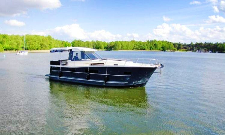 """""""Nautika 1000 Soley"""" Yacht Charter in Giżycko"""