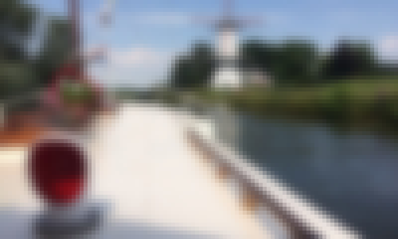Enjoy River Cruise On 33' Bakdekkruiser Yacht In Deil, Netherlands