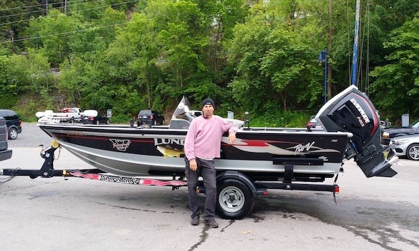 "Fishing Guide Services 18'6"" Lund Pro V.  Fishing Trip Boat in Lévis"
