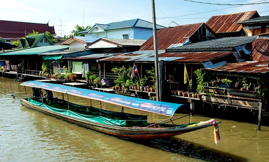 10-person Boat For River Tours In Bangkok