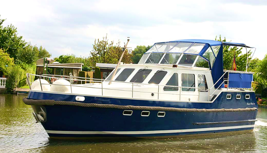 Charter 38' Markus Motor Yacht In Brandenburg, Germany