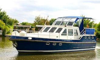 Charter 38' Markus Motor Yacht in Brandenburg, Germany
