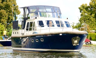 Charter 38' Johannes Motor Yacht with 2 Cabins in Brandenburg, Germany