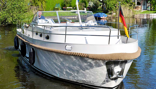 Charter 33' Gabriel Motor Yacht In Brandenburg, Germany