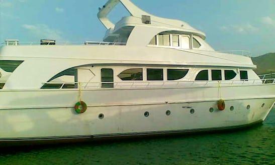 Motor Yacht Rental In Red Sea