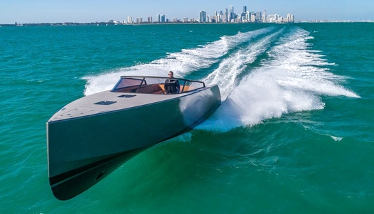 Vandutch 40 - Elegant Yacht In Miami Beach