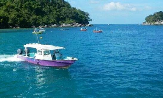 Fishing With Experienced Captain In Kuala Rompin, Malaysia