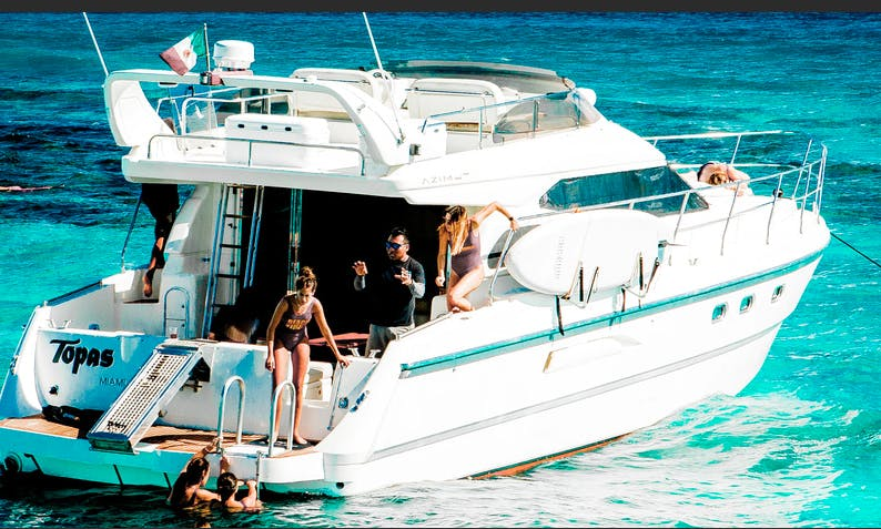 Charter 47' Los Tres Piratas Azimut Motor Yacht In Puerto Aventuras, Mexico