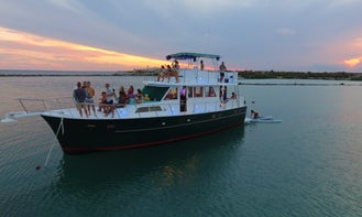 53' Hatteras Private Yacht Charter Tulum