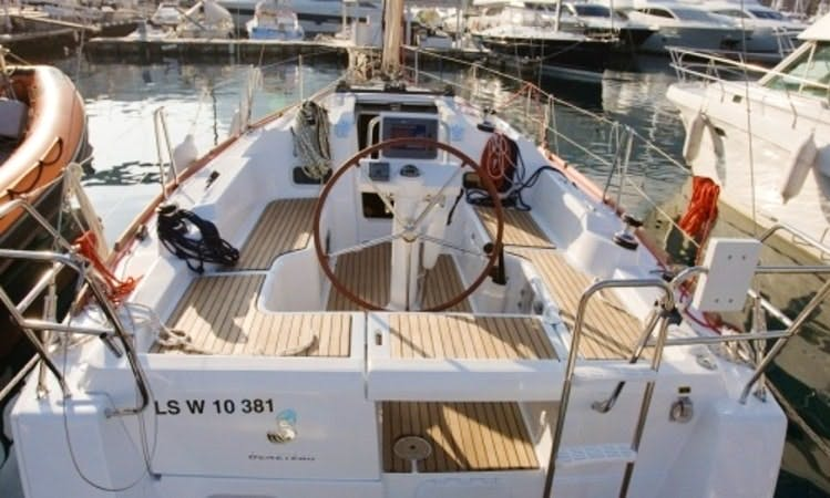 Charter a 8 Person Beneteau Oceanis 31 Sailing Yacht in Barcelona for unforgetable moments!
