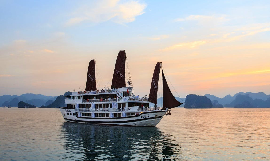 Charter Stellar Power Mega Yacht in Halong Bay, Vietnam