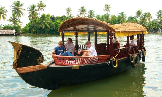 Shikara Cruise In Alappuzha