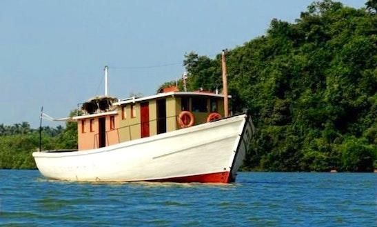 Konkan Nocturne Indien (liesure Boat)
