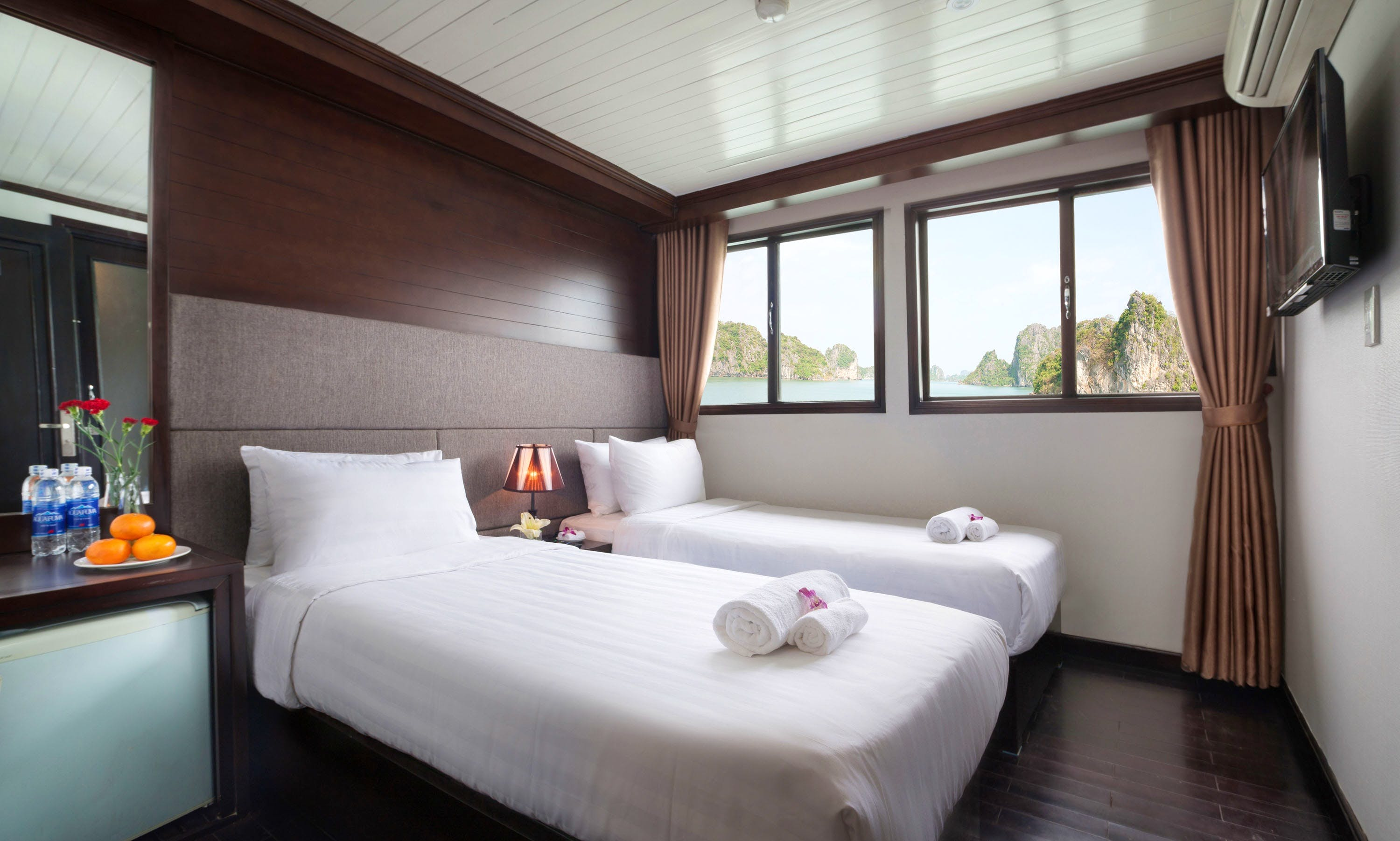 Enjoy Halong bay 2 days 1 night with luxury services