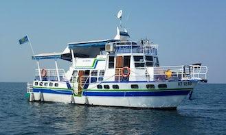 Charter Utopia House Boat in Kariba, Zimbabwe