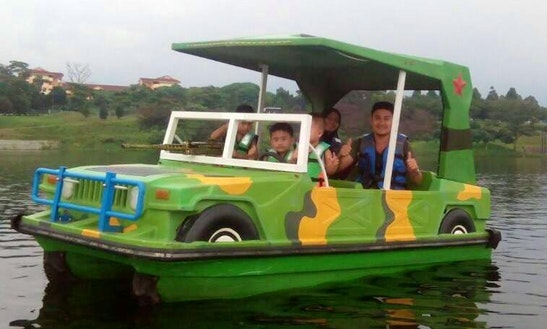 Enjoy Melaka, Malaysia By An Electric Boat Rental