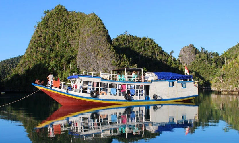Liveaboard rental for diving and snorkeling in Raja Ampat, Indonesia.