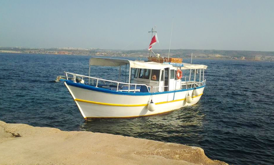 Charter A Center Console In Għajnsielem, Malta